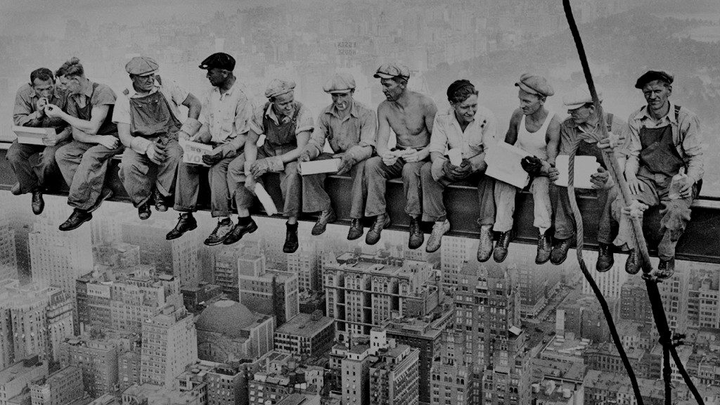 Lunch atop a Skyscraper 來源:Charles Ebbets, 1932